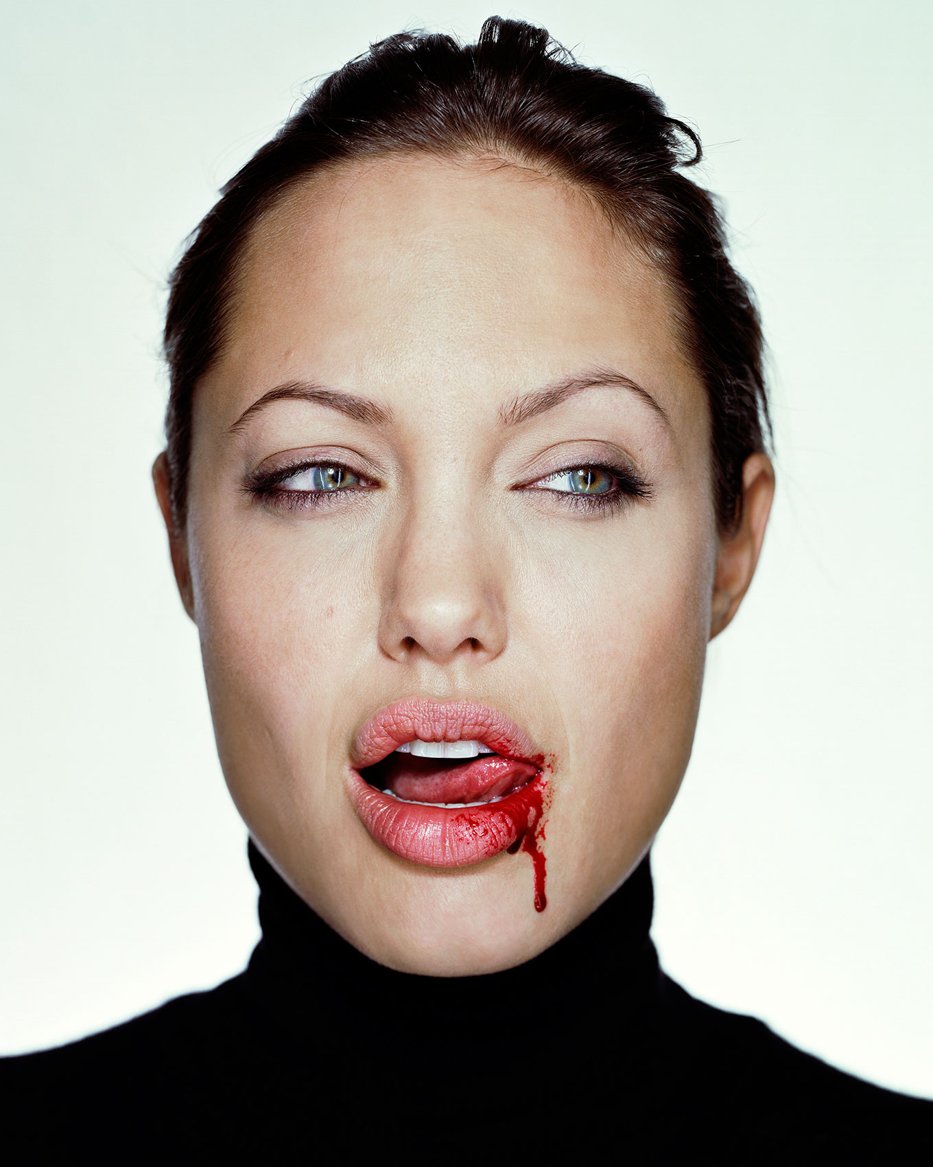 32_Jolie_Angelina_050103_With_Blood_F